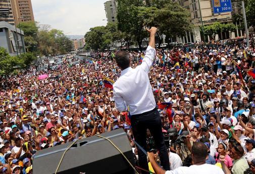 Juan Guaidó vuelve a la carga con el apoyo de las calles