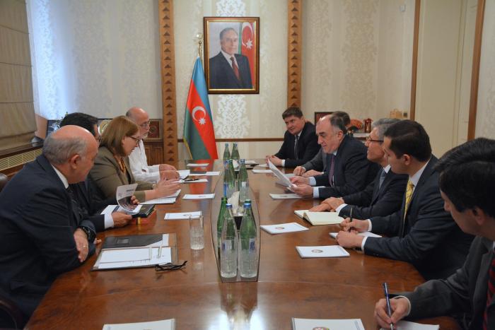 Canciller azerbaiyano se reúne con Embajadores