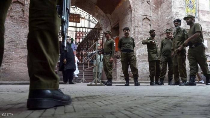 تفجير يستهدف مسجدا في باكستان