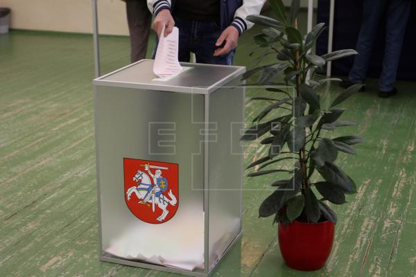 Lithuanian presidential elections leave 2 candidates heading into runoff - UPDATED