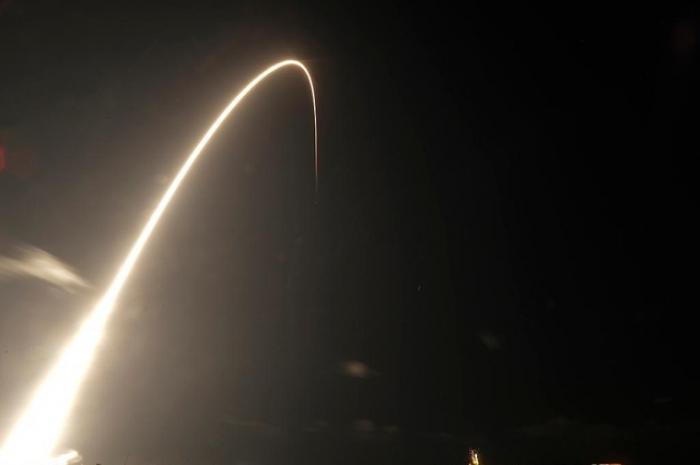 SpaceX a lancé la première grappe de sa constellation de satellites