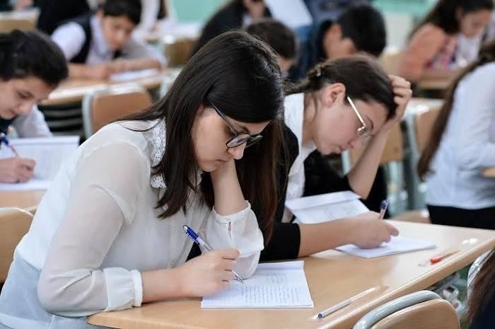 Azərbaycan dili fənni üzrə test imtahanı keçirilir