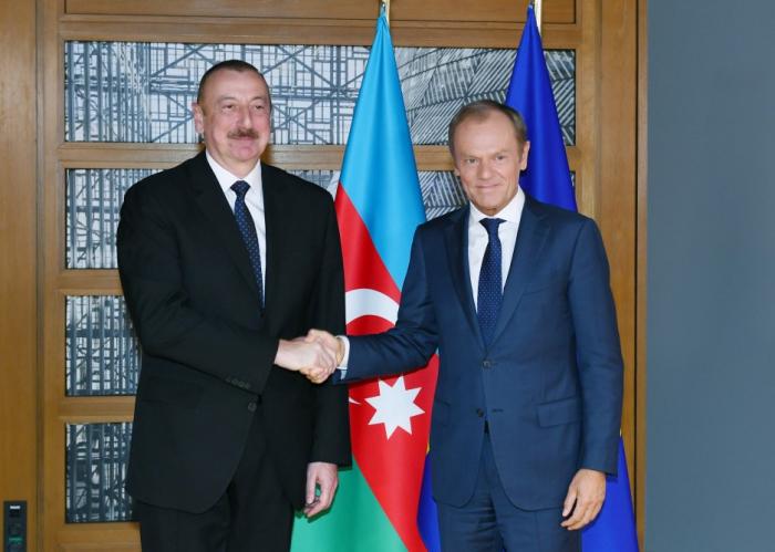 Ilham Aliyev se reúne con Donald Tusk