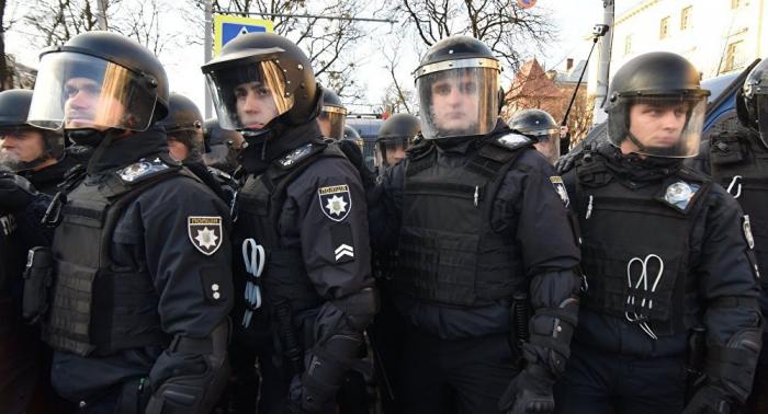Policía refuerza medidas de seguridad en Kiev antes de marcha del Regimiento Inmortal