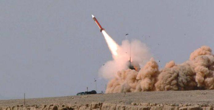 Deux missiles interceptés dans le ciel saoudien, l'un d'eux aurait eu pour cible la Mecque