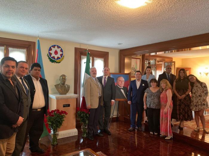 Honrada la memoria de Heydar Aliyev en México