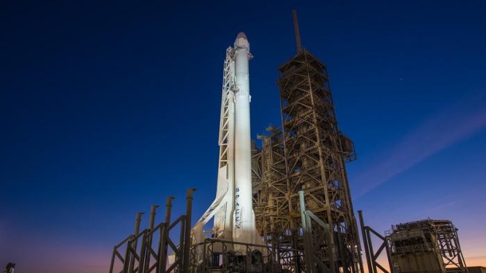 Musk muestra cómo 60 satélites caben en el Falcon 9 de SpaceX y anuncia su próximo lanzamiento