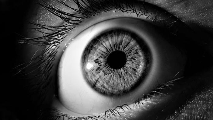 """""""Estaba totalmente despierta"""": Le operó el ojo equivocado y trató de"""