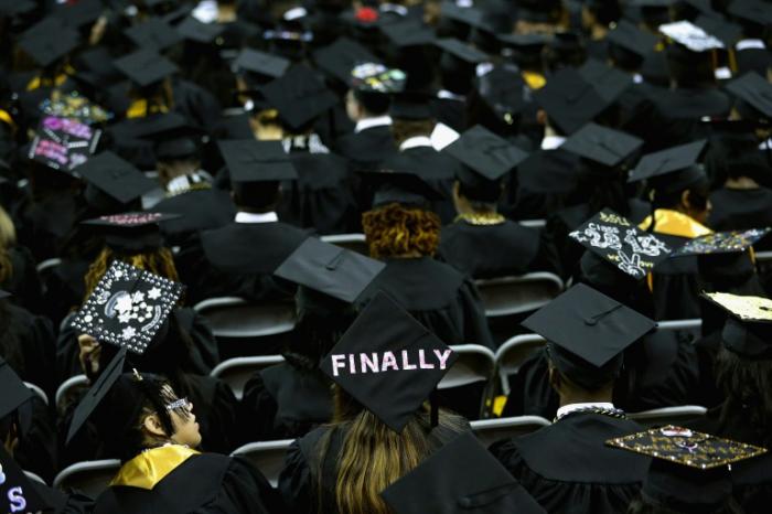 Enorme surprise pour des étudiants américains: un milliardaire va payer leurs dettes