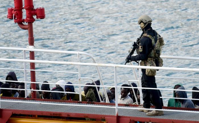 Malte: un migrant tué par deux militaires