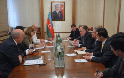 محمدياروف يجتمع مع أربعة سفراء