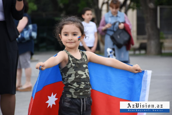 Bakıda Respublika Günü - FOTOREPORTAJ