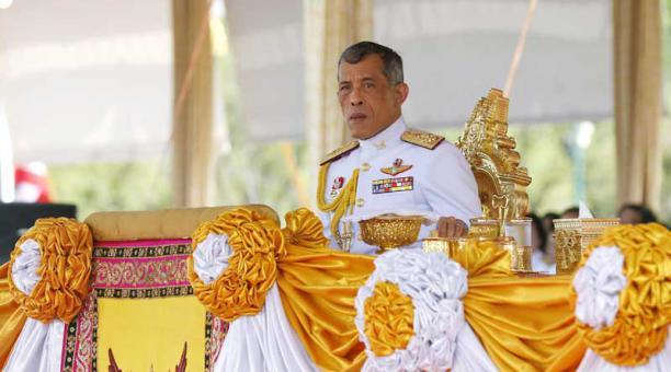 El rey de Tailandia aprueba la designación de senadores vinculados al régimen militar