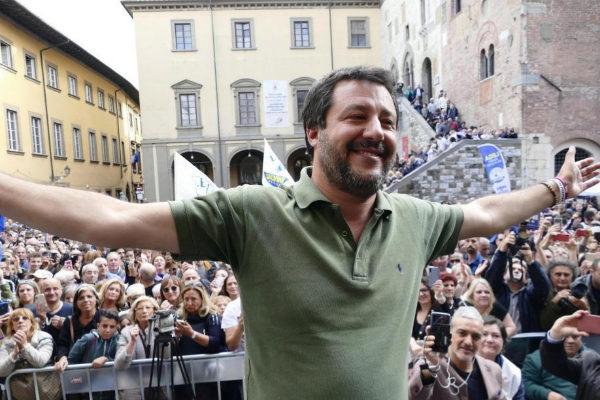 """Salvini prefiere legalizar la prostitución a las drogas porque """"hacer el amor es siempre bueno"""""""