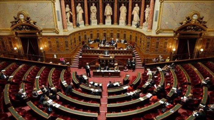 France/sorties scolaires:   Le Sénat vote pour l'interdiction du port du voile
