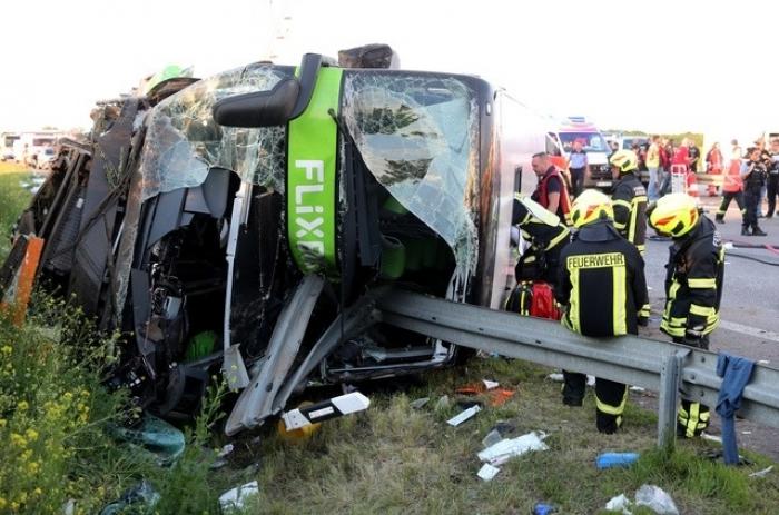 Allemagne :   un mort et plus de 60 blessés   dans un accident de car