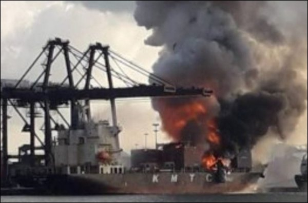 Incendie et explosion dans un port de Thaïlande,   25 blessés