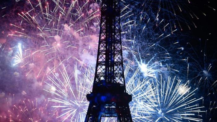 La Tour Eiffel fête ses 130 ans avec un show laser inédit -  VIDEO