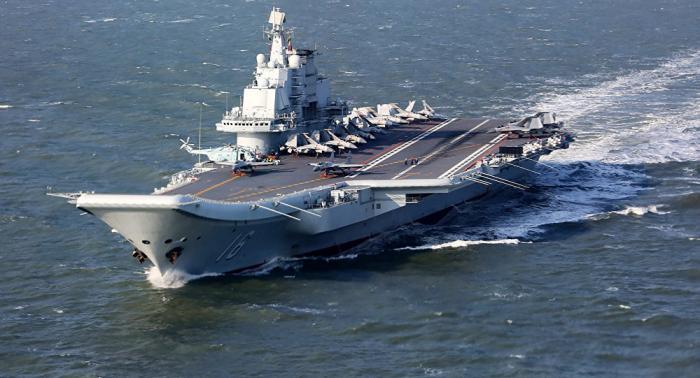 حاملة الطائرات الصينية تشق طريقها وسط الجزر اليابانية