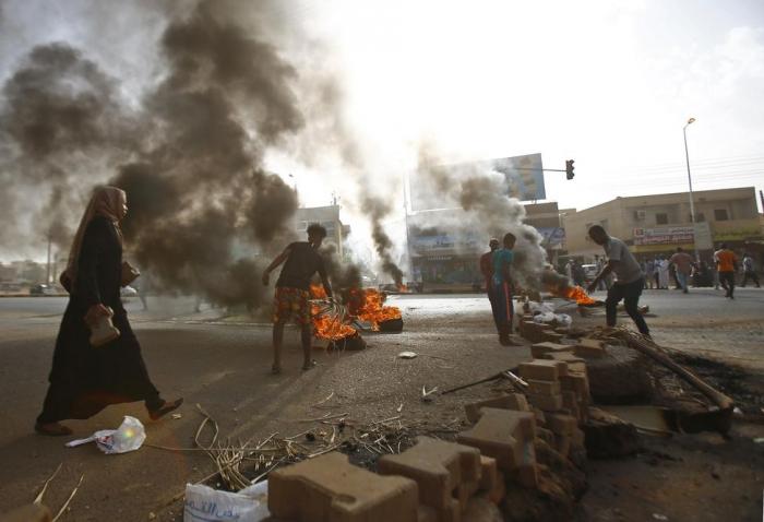 Londres déconseille de voyager au Soudan et rapatrie du personnel