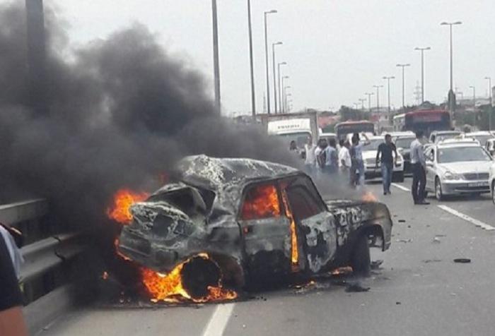 Bakıda maşın yandı, yolda tıxac yarandı - FOTO