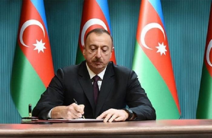"""""""Giriş-çıxış və qeydiyyat"""" sistemi ilə bağlı fərman"""