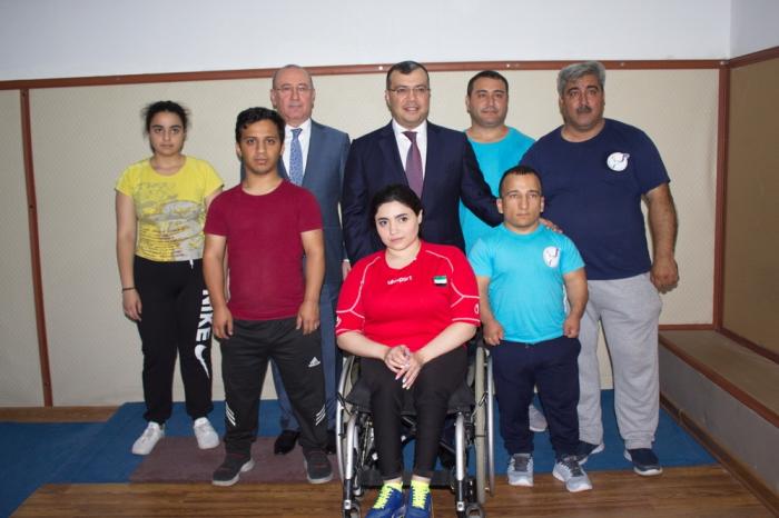 Nazir paralimpiyaçılarla görüşdü
