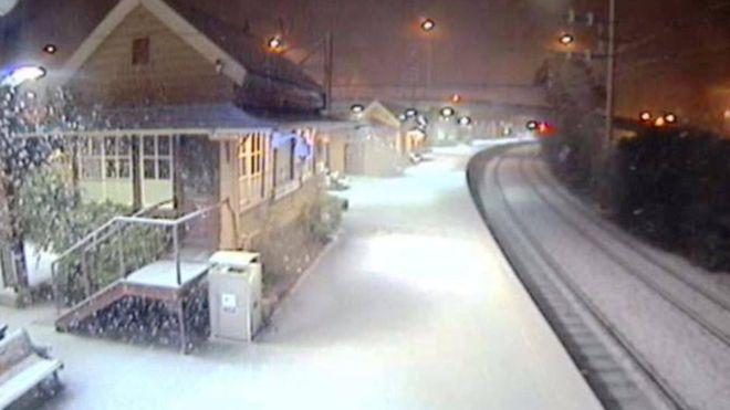 Queensland snowfall: Icy weather brings warnings in Australia