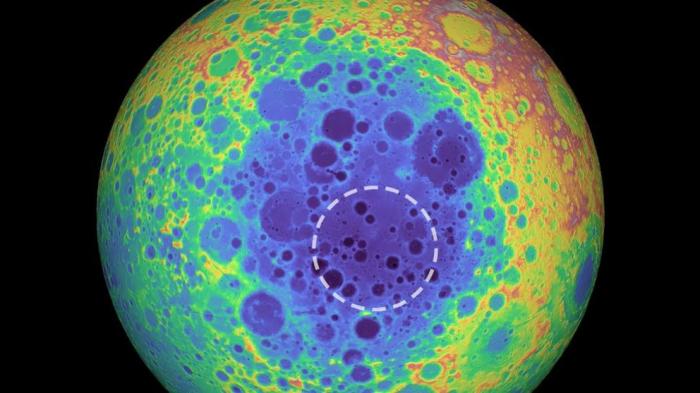 La misteriosa masa metálica en la cara oculta de la Luna que sorprende a los científicos