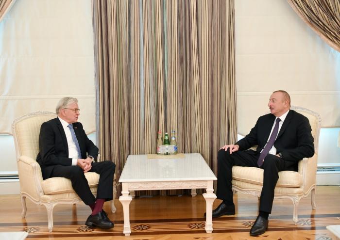 Leprésident Ilham Aliyev reçoitRené van der Linden
