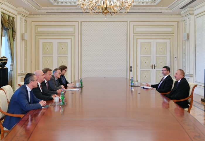 Ilham Aliyev rencontre une délégation conduite par le vice-président du Bundestag allemand