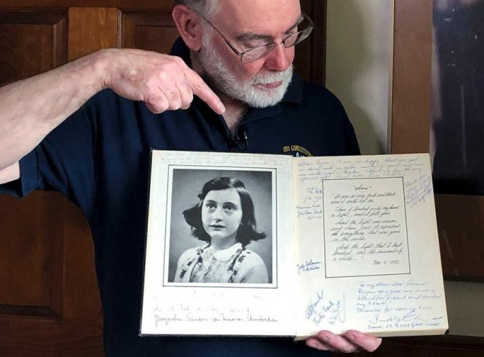 Un estadounidense dona las cartas del padre de Ana Frank