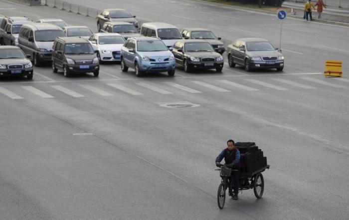 Autoabsatz in China bricht ein - Handelsstreit bremst Nachfrage