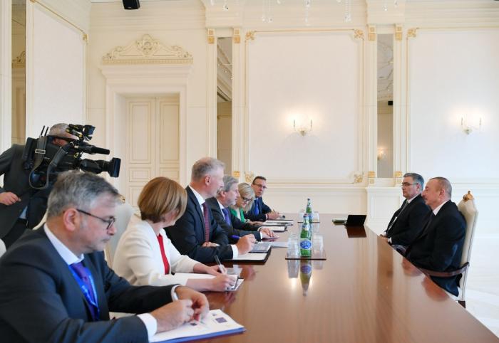 President Ilham Aliyev receives EU Commissioner Hahn