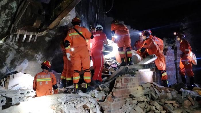 Al menos 12 muertos y más de 120 heridos tras un terremoto en el centro de China