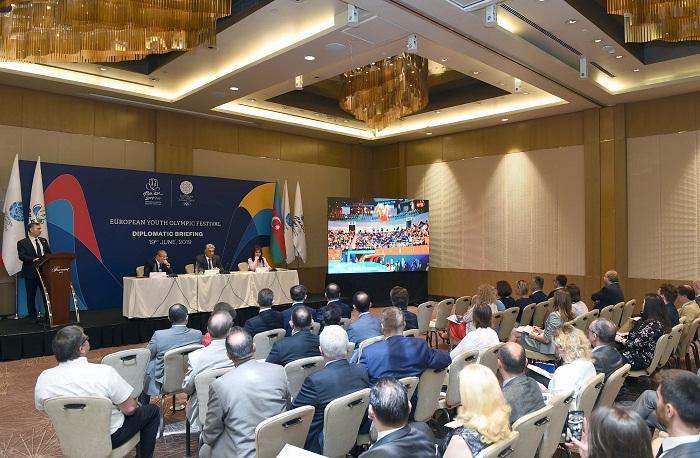 """""""Bakú-2019""""  : Una sesión informativa para los embajadores"""
