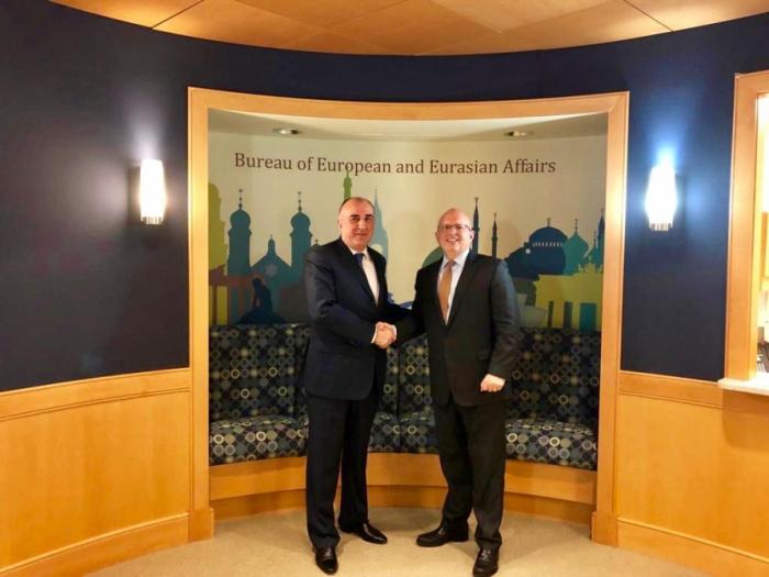 Le ministre azerbaïdjanais des Affaires étrangères discute du Karabagh avecPhilip Reeker