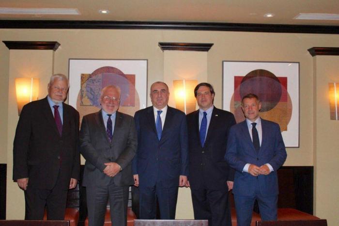 Elmar Mammadyarov unddieKo-Vorsitzenden der OSZE Minsk-Gruppe treffen sich in Washington