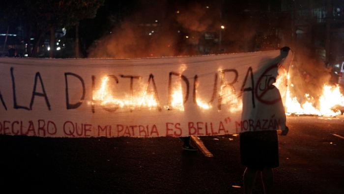 Agitadas protestas antigubernamentales en Honduras mientras los policías entran en paro