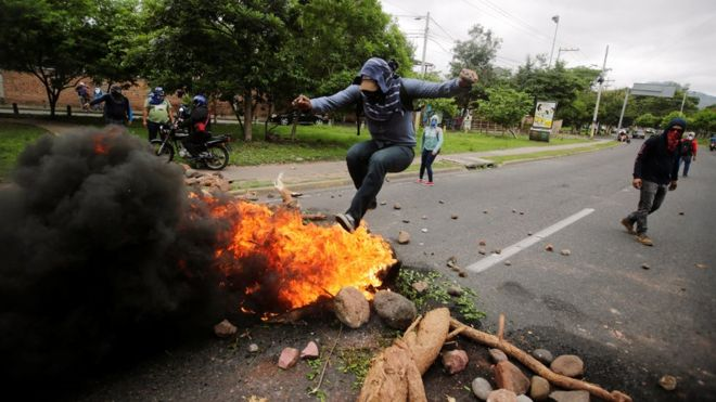 Honduras protests: Military deployed after violence
