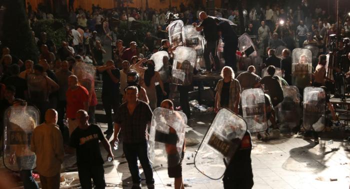 Nach Protesten in Tiflis: Hunderte festgenommen und verletzt, Parlamentssprecher tritt zurück