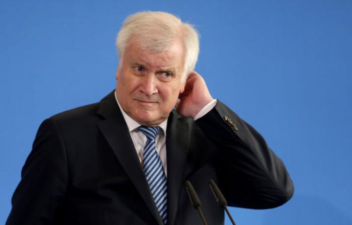 Seehofer will Demokratiefeinden Rechte entziehen