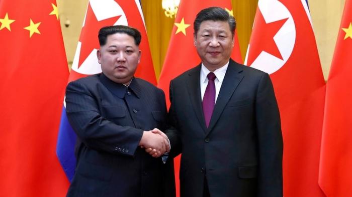 """Xi Jinping y Kim Jong-un se comprometen a desarrollar relaciones amistosas """"sea cual sea la situación internacional"""""""