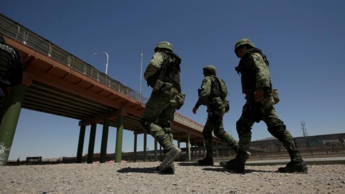 Interceptan en México cuatro vehículos con 40 migrantes que eran transportados en condiciones inhumanas