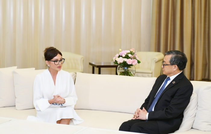Mehriban Aliyeva se reúne con elSecretario General Adjuntode la ONU para Asuntos Económicos y Sociales