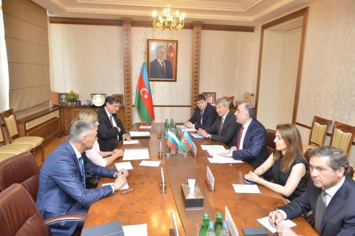 Mammadyarov se reúne con su homóloga búlgara