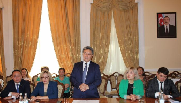 Qazaxıstanlı qonaq Prezident Kitabxanasında olub