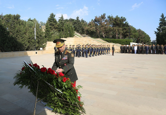 Azerbaijani Defense Ministry's leadership pays respect to national leader Heydar Aliyev and martyrs