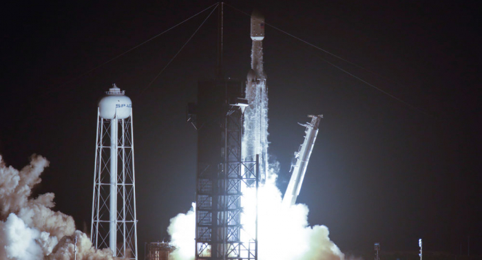 SpaceX lanza con éxito su cohete Falcon Heavy con 24 satélites