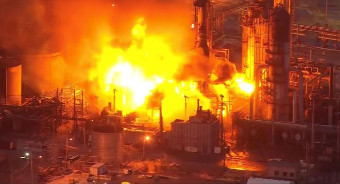 La refinería más grande de la costa este de EEUU cierra tras incendio masivo